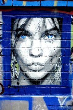 Polarbear stencils - street art - Paris 20, rue denoyez (juil 2014)