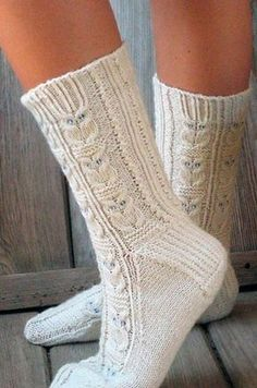 Ravelry: Owlie Socks pattern by Julie Elswick Suchomel - free knitting pattern Owl Knitting Pattern, Loom Knitting, Knitting Socks, Knitting Patterns Free, Knit Patterns, Hand Knitting, Free Pattern, Knitting Charts, Pattern Ideas