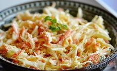 Leichter Gurkensalat mit saurer Sahne Light cucumber salad with sour cream. Served as a vegetable accompaniment to a main course … Shrimp Salad, Cucumber Salad, Coleslaw Salat, Vegetable Salad, Kfc, Sour Cream, Cream Cream, Cabbage, Dessert Recipes