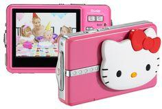 """La Digital Camera Shape de Hello Kitty tiene una pantalla de 2.4"""" y una resolución de imagen de hasta 8MPX (interpolados). Pero lo más sorprendente es el dispositivo de apertura y cierre del objetivo de la cámara digital con la forma de Hello Kitty."""