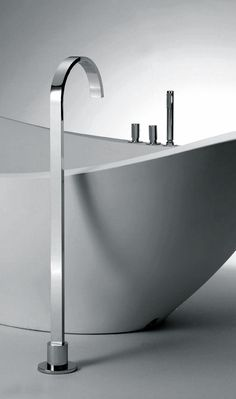 Arco series steel bathtub valve: minimalistic | bathroom . Bad . salle de bain | Design: Sergio Mori for Bonomi |