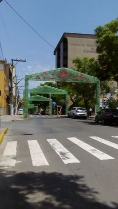 ENFEITE DE NATAL FEITO COM GARRAFA PET ,NA CIDADE DE CANOAS RIO GRANDE DO SUL