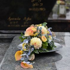 Funeral Flower Arrangements, Beautiful Flower Arrangements, Funeral Flowers, Floral Arrangements, Beautiful Flowers, Grave Decorations, Table Decorations, Fall Flowers, Ikebana