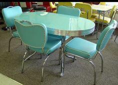 Beautiful 💗💕 Retro Kitchen Tables, Vintage Kitchen Decor, Vintage Table, Kitchen Stuff, Azul Tiffany, Mid Century Decor, Mid Century Furniture, Living Tv, Vintage Stoves