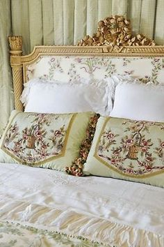 Antique French Bed Antique Linens Design Ideas, Pictures, Remodel and Decor My French Country Home, French Country Bedrooms, French Style, French Chic, French Decor, French Country Decorating, Upholstered Beds, Suites, Beautiful Bedrooms