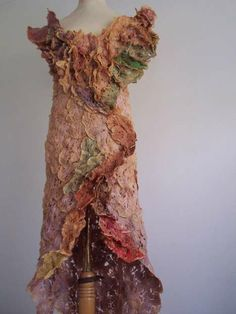 Grace Robinson, from Cambridgeshire, England, takes used tea bags and sews them into fashionable dresses, shoes and accessories. Tea Bag Art, Tea Art, Textiles, Used Tea Bags, Artist Couture, Creation Art, Art Textile, Recycled Fashion, Recycled Art