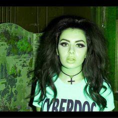 Charli XCX ♥ing the hair & makeup