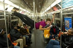 Michael Francis McBride from Alvin Ailey American Dance Theater riding the NYC subway. Photo by Jordan Matter Photography. Crazy People, Funny People, Funny Photos, Funny Images, Dancers Among Us, Alvin Ailey, Nyc Subway, Dance Photos, Photo Series