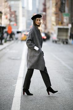40 Beautiful Winter Street Style Outfits To Look Stylish Unique Outfits, Simple Outfits, Diy Outfits, Travel Outfits, Big Fashion, Fashion Outfits, Curvy Fashion, Style Fashion, Beret Outfit