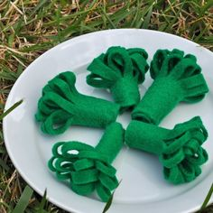Felt Food - Broccoli Florets. These look pretty easy to make.