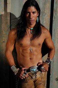 Adam Joaquin Gonzalez- Apache (looks like Australian actor, Michael Pate) Native American Actors, Native American Warrior, Native American Beauty, Native American History, American Indians, Actor Model, Gorgeous Men, Sexy Men, Hot Men