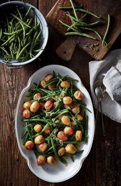If you're looking for green bean recipes, there's a good chance you'll stumble on a Southern interpretation of this soulful side. Yummy Chicken Recipes, Vegetable Recipes, Healthy Recipes, Veggie Side Dishes, Vegetable Sides, Green Beans And Potatoes, Cooking Light Recipes, Green Bean Recipes, Chowder Recipes