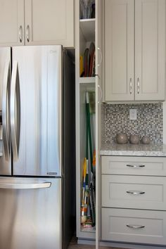 Small broom closet cabinet in the kitchen. Small broom closet cabinet in the kitchen. Home Decor Kitchen, Kitchen Interior, New Kitchen, Home Kitchens, Kitchen Ideas, Country Kitchen, Cuisines Diy, Cuisines Design, Kitchen Cabinets In Bathroom