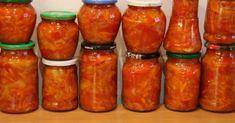 Nakládaná zelenina může být jednoduchá na přípravu a chutná při konzumaci. Stačí zkusit tento dunajský salát Stuffed Peppers, Vegetables, Food, Kitchen, Red Peppers, Cooking, Stuffed Pepper, Vegetable Recipes, Eten