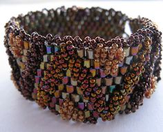 ZigZag bracelet by Cielo Design, via Flickr Each of the beads holds a state by vibrating. How many neighbors does each bead have?
