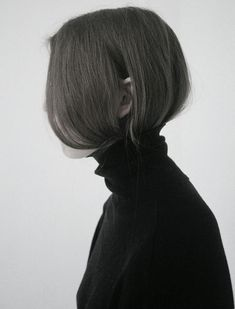 The hair tucked in is one of those shining examples that despite requiring minimum effort, manages to look like something cool girls were meant to be turtle neck jumper