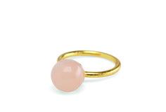 Pearl Ring Peach Ring med 10 mm fersken aventurin. Ringen er str. 52, med mulighed for at justere i str.