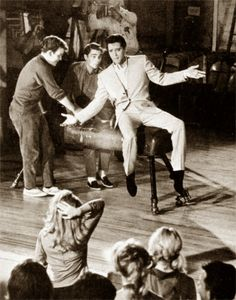 Elvis summer 1963 filming the sequence of the song ( C'mon everybody ) on the Viva Las Vegas set.