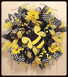 Bumble Bee Daffodil Deco Mesh Wreath/Black and by CKDazzlingDesign