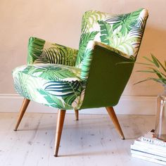 fauteuil jungle Funky Chairs, Cool Chairs, Small Chairs, Patterned Chair, Reupholster Furniture, Recycled Furniture, Occasional Chairs, Upholstered Chairs, Living Room Chairs