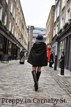 High boots, a hat, and of course, a cape, such a lady! #london #outfit #cozy #fashion
