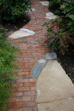 like the combination of brick and stone but it lacks someth. - front walkway idea…like the combination of brick and stone but it lacks something? Flagstone Walkway, Brick Pathway, Front Walkway, Stone Path, Brick And Stone, Walkways, Driveways, Cobblestone Walkway, Wood Walkway