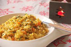 """RISOTTO ALLE CAROTE E PESCE SPADA  Un primo pensato per il """"menù di mare di #Natale"""". Un #risotto semplice con ingredienti gustosi ma sempre delicati e con un bel contrasto di #colori. L'arancione delle #carote, il bianco del riso e del #pescespada e il verde del #prezzemolo. #glutenfree #lactosefree #iloverisotto #christmas #menudinatale #anatalepuoi #fish #vegetables #goeschristmas #primipiattiitaliani www.acquolinainblog.com"""