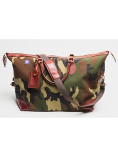 Each camouflage weekender bag is handmade, crafted from ripstop camouflage fabric, and includes leather trimming, an interior pocket, and durable metal YKK zipper.  The camouflage weekender bag takes the traditional rugged image of camouflage and refines it for modern professionals. The camouflage weekender bag is the perfect size the overhead compartment of a plane, and is complemented perfectly by our camouflage garment bag.  Each bag comes with a durable woven cotton shoulder strap and…