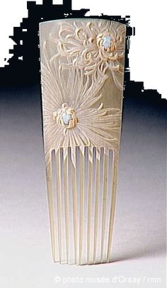 Ethereal carved floral 1904 hair comb. Lucien Gaillard Peigne. Picture: Museum d'Orsay