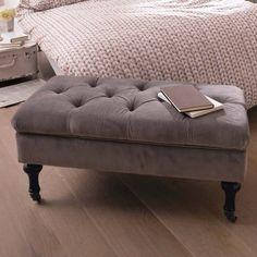 Gepolsterte Sitzbank mit Stauraum aus Holz