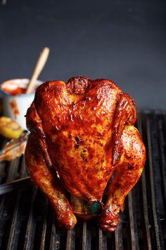 Esta preparación perfecta para compartir en familia te encantará con todos los sabores que le vas a impregnar al pollo.