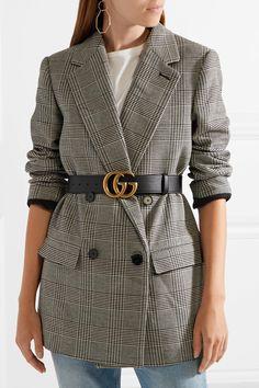 e5dc209f7ec9 Ceinture en cuir porté taille haute par dessus une veste blazer  ceinture   femme Lunettes