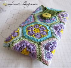 Cover per Smartphone: Crochet Stars, Crochet Circles, Hand Crochet, Motifs Afghans, Diy Xmas Gifts, Diy Christmas, Crochet African Flowers, Crochet Mobile, Idee Diy