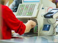 42 Things Your Grocery Store Cashier Really Wants You To Know - The Frisky