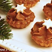 Recept : Košíčky s karamelovým krémem   ReceptyOnLine.cz - kuchařka, recepty a inspirace Christmas Sweets, Christmas Cooking, Christmas Candy, Canning Soup, Russian Recipes, Saveur, Dessert Recipes, Desserts, Cookie Decorating