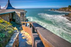 For Sale: An amazing cliff-top Glass House on the Pacific Ocean.