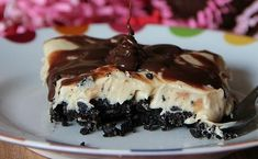 Sloppy Peanut Butter Pie is an easy, no bake dessert recipe. It's essentially a peanut butter pie with a yummy Oreo Crust. I'm thinking easter Köstliche Desserts, Delicious Desserts, Dessert Recipes, Yummy Food, Greek Desserts, Pie Recipes, Sweet Recipes, Yummy Treats, Sweet Treats