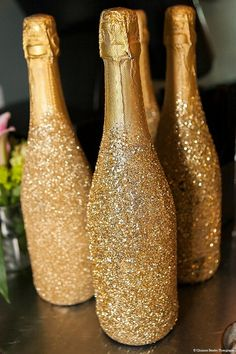 Obsessed with these glittery gold champagne bottles! | Credit: Christine Bentley Photography