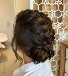 Remembering this beautiful bun ! There is the step by step of this hairstyle in the feed, . Ponytail Hairstyles, Wedding Hairstyles, Cool Hairstyles, Hairstyle Short, Braided Prom Hair, Wedding Hair Inspiration, Dark Hair, Short Hair Styles, Hair Makeup