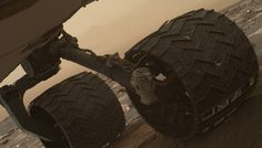 A recent photo check of the Mars rover Curiosity has revealed two small breaks in one of the robot& wheels, NASA says. Nasa Curiosity Rover, Curiosity Mars, Robot Wheels, Space Story, Nasa Images, Engin, Red Planet, Space Exploration, Outdoor Art