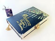 Love these book bags/book clutch and as one of my favorite books of all time #Etsy #book #fashion