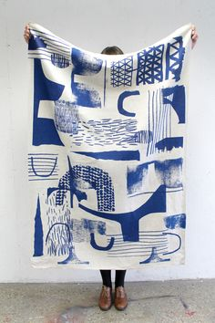 LAURA SLATER, SURFACE DESIGNER Laura Slater cuts, pastes, paints and layers carefree shapes and patterns to create artful textiles. Slater's surface designs are lively with dynamic brushstrokes and sharp shapes. Modern paintings and housewares all in one. Motifs Textiles, Textile Patterns, Textile Prints, Textile Art, Print Patterns, Geometric Patterns, Abstract Pattern, Print Fabrics, Abstract Shapes