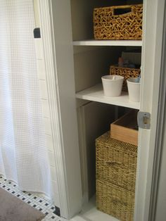 Door-less linen closet (what would I do without YHL?). I want to do this in the apartment and hide the litter box in the bottom spot, then cover just the bottom with DIYed curtains.