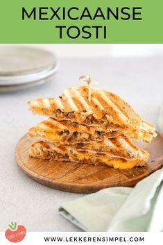 Mexicaanse tosti met gehakt en cheddar - Lekker en Simpel Hamburger Hotdogs, Pizza Wraps, Tasty, Yummy Food, Snacks Für Party, Fajitas, Foodies, Nom Nom, Cheddar
