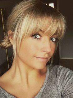 Blonde Fransen mit Brot – – Blonde fringe with… – hairstyles for thin hair fine Medium Hair Styles, Natural Hair Styles, Short Hair Styles, Thin Fine Hair Styles, Fine Hair Styles For Women, Blonde Bangs, Thin Hair Bangs, Round Face Bangs, Straight Bangs