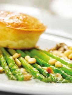 Morbidi e soffici, i vostri Sformatini di patate e carote sono un'idea che farà felici anche i palati più esigenti! Un piatto molto raffinato.