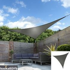 Tende a vela Kookaburra® - Triangolare 5 mt Carbone Tessuto Impermeabile Backyard Shade, Patio Shade, Shade Garden, Backyard Gazebo, Pergola Shade, Triangle Shade Sail, Sun Sail Shade, Shade Sails, Outdoor Rooms