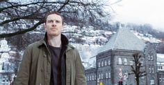 (WATCH INTERVIEW) Michael Fassbender (40) skryter av det norske folk etter opptakene av «Snømannen».