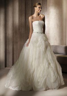 Pronovias | Beautiful Princess Gown With Ruffle Full Skirt - Hong Kong | LMR Weddings