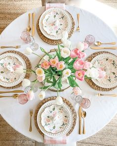 If you need any rustic table setting ideas for Easter Sunday brunch southern lifestyle Easter Table Settings, Brunch Table Setting, White Table Settings, Beautiful Table Settings, Decoration Table, Thanks Giving Table Decorations, Deco Table, Rustic Table, Tablescapes